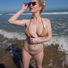 Natural Bikini Blonde Flasher Her Tits On A Public Beach