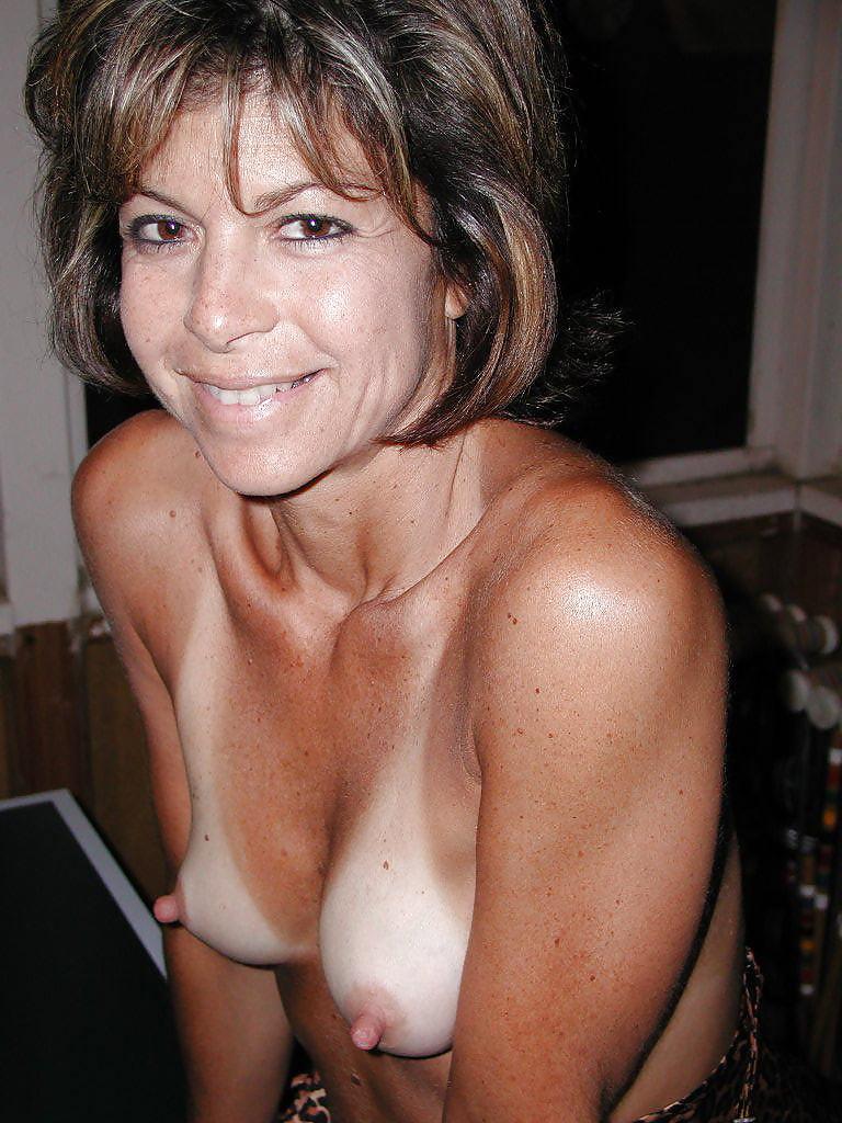 amateur-milf-big-tits-hard-nipples-girls-next-door-nude-pictorials