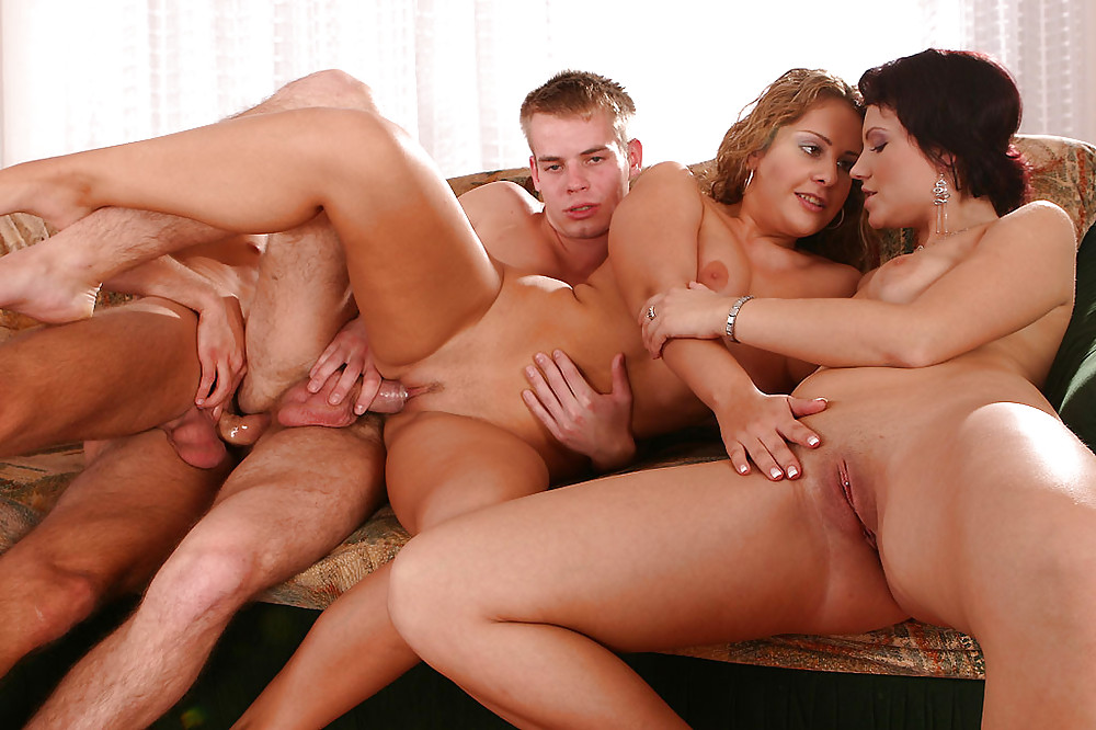 couples-bisex-fuckig-foursome-men-suck-tits-of-women
