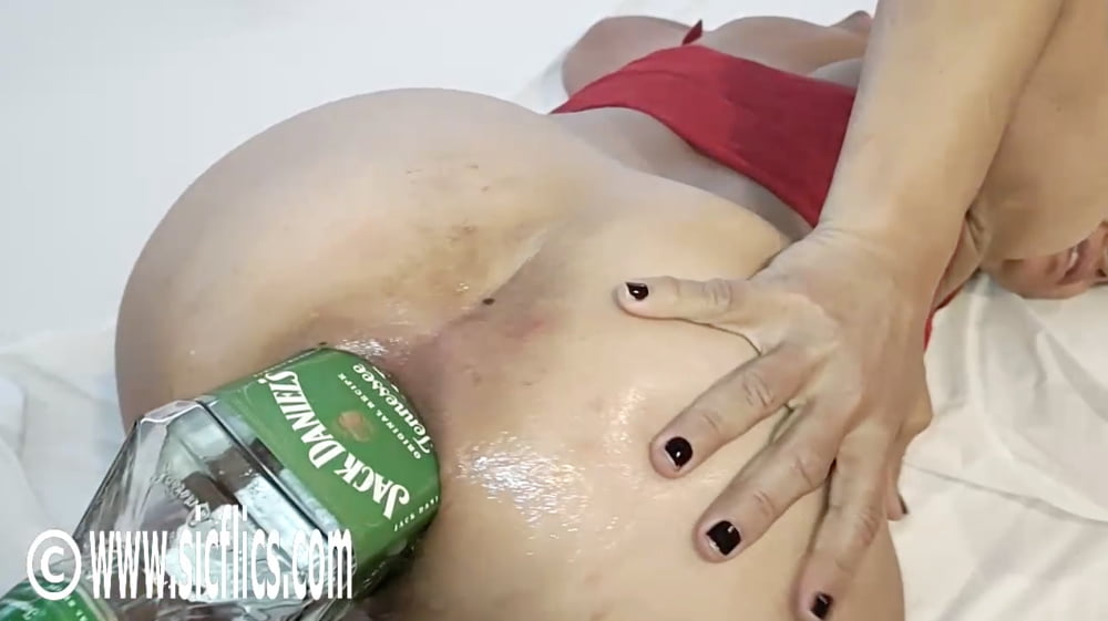 Extreme amateur fisting and insertions - 9 Pics