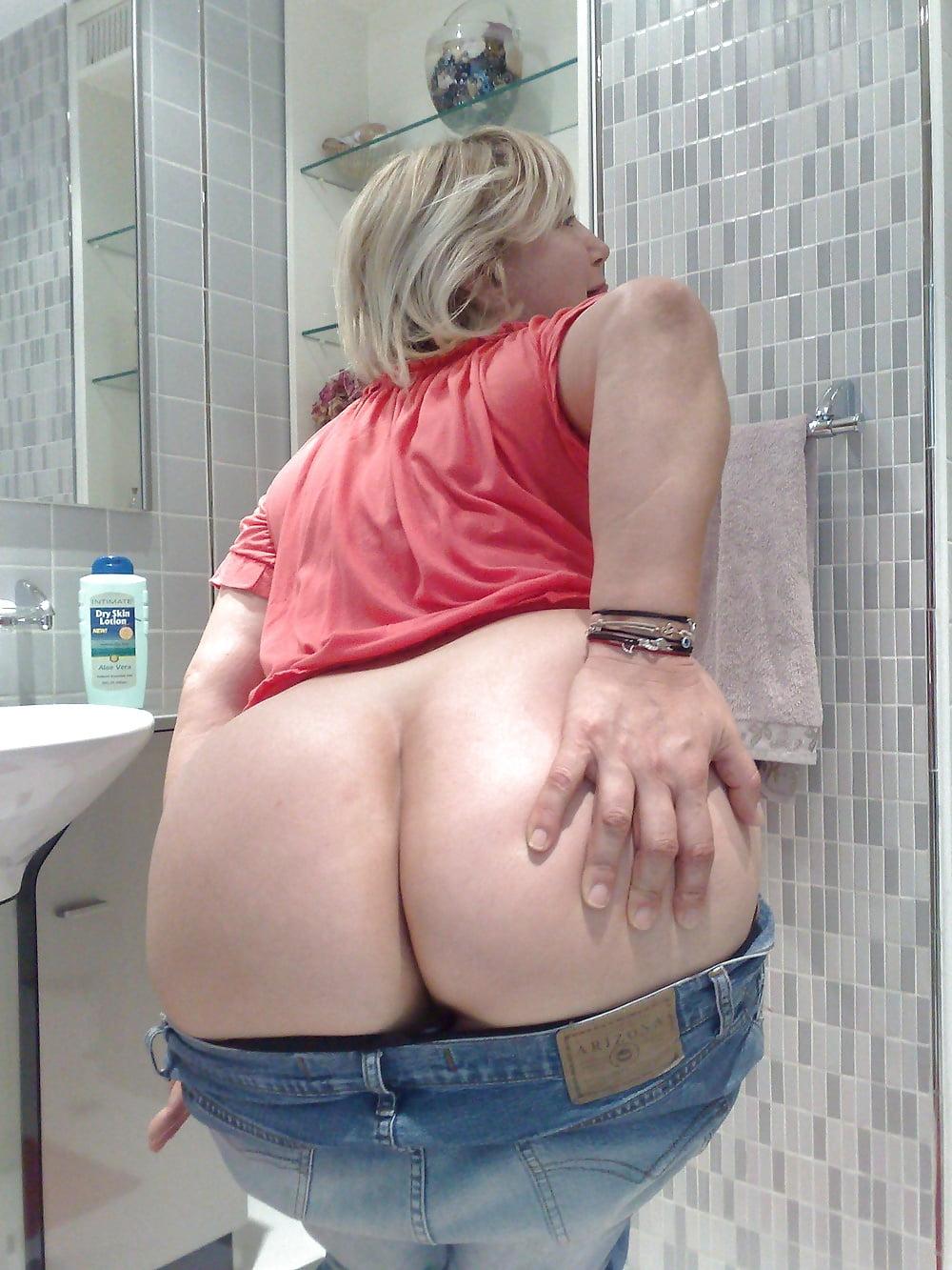 big-bottom-milf-slut-load-eat-pussy