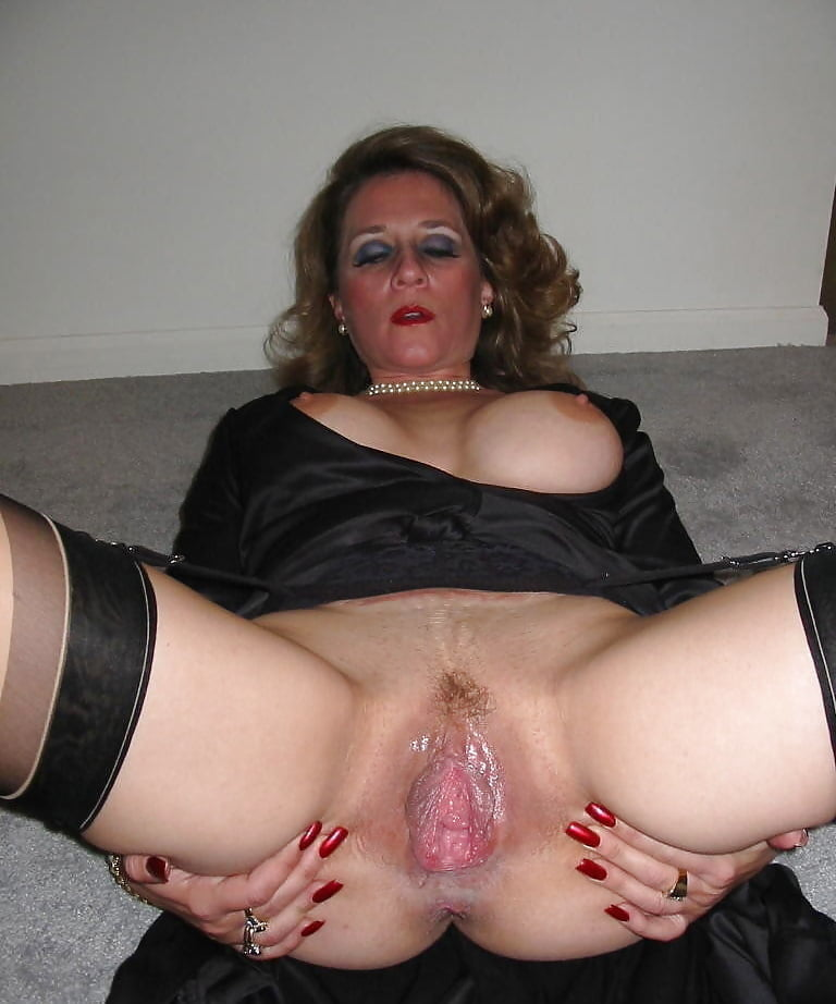 Having fun with ass hole of my mature slut real amateur anal