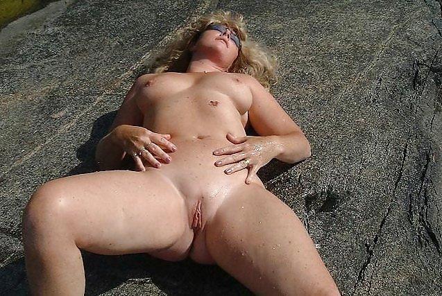 Mature nudist thumbs