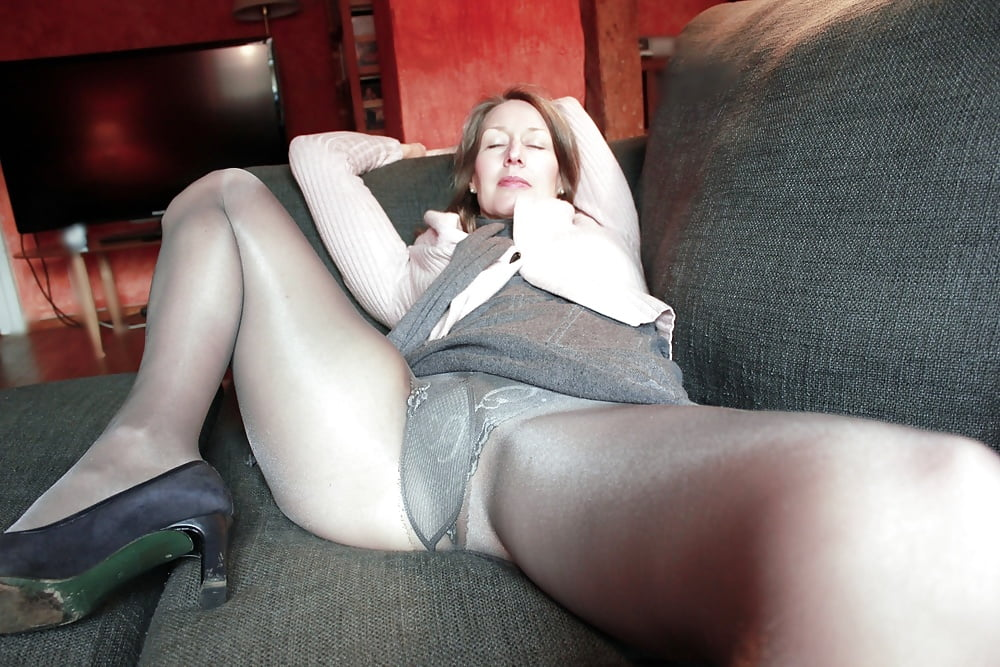 Non Nude Pantyhose Upskirt Pictures
