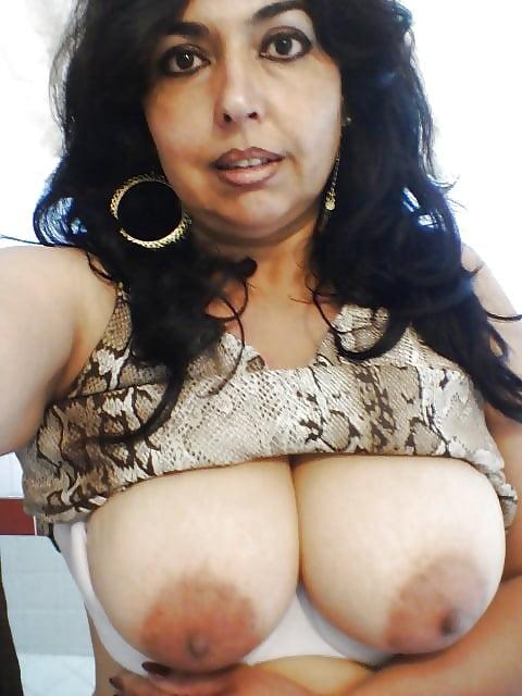 Desi Slut Kavita Striping Naked Self Show