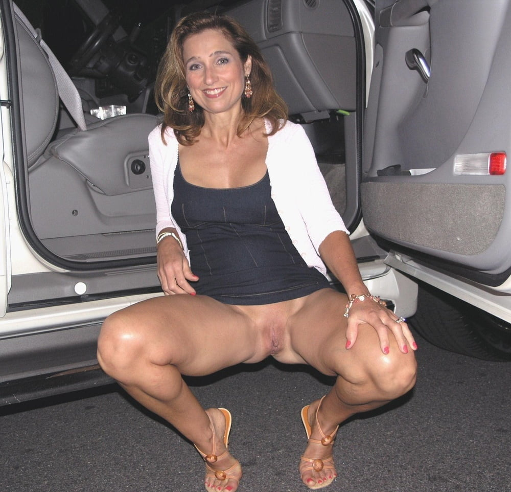 leg-up-pussy-flash