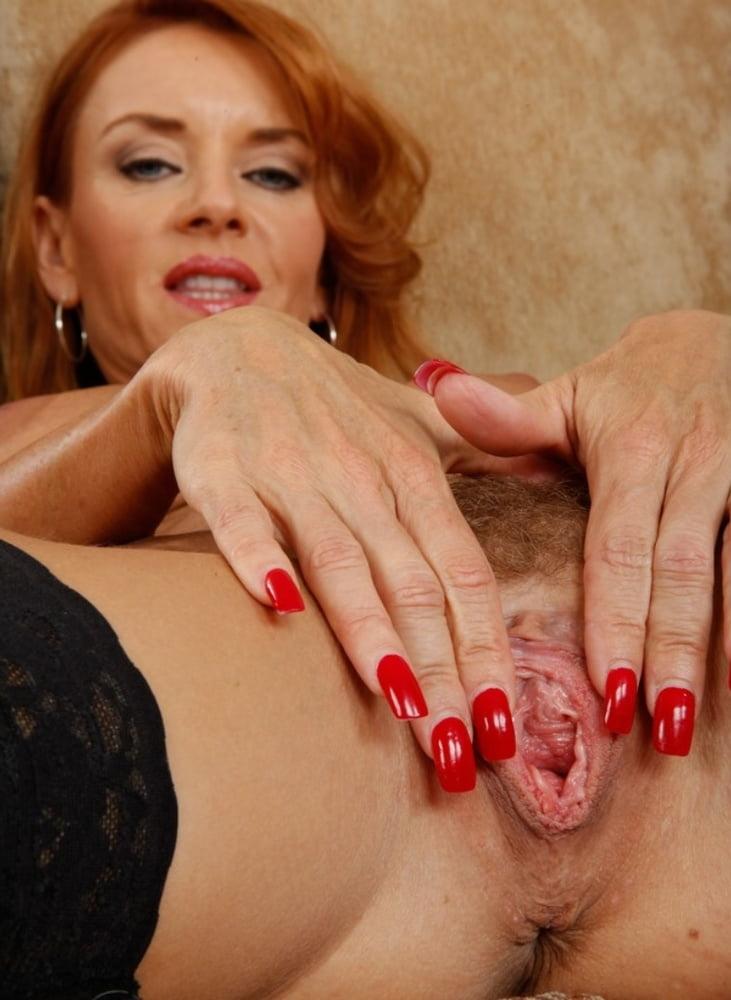 Смотреть онлайн мастурбация зрелых клиторов