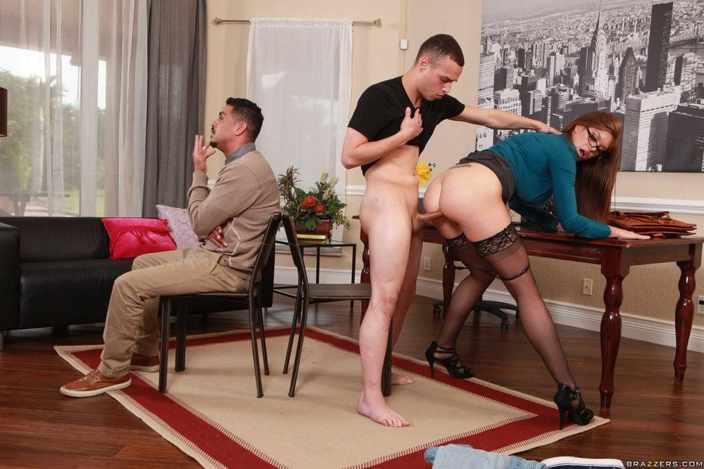 дадим вам муж за спиной у жены трахает подругу мамки