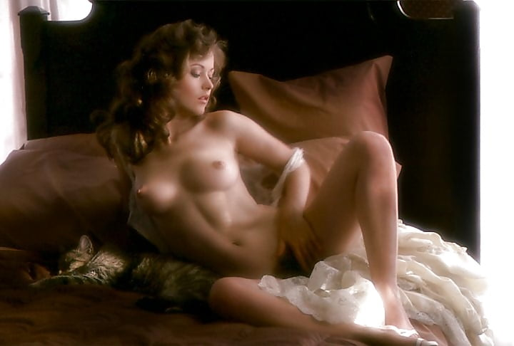 Alice cullen nude with a girl