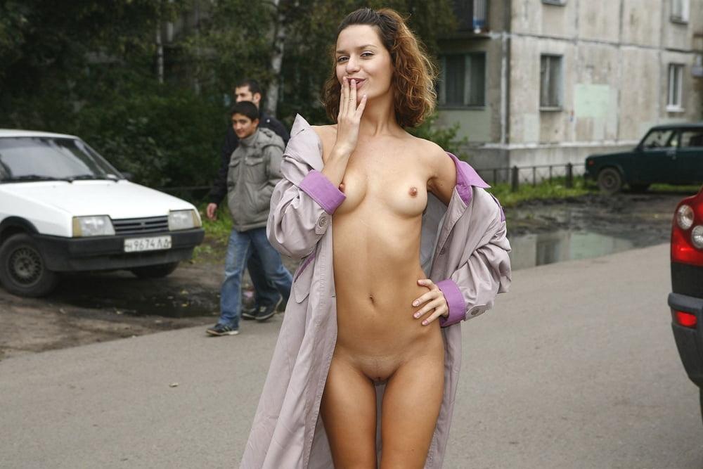 стесняются ли девушки раздеваться на улице джентльмены фото