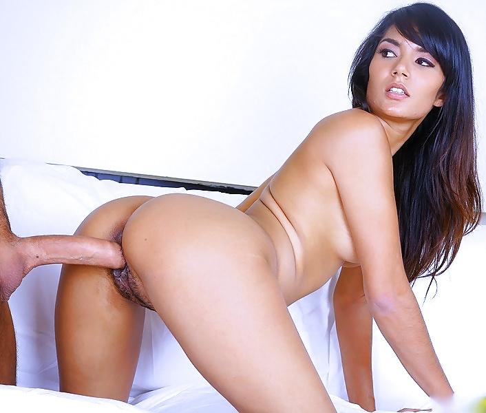 smotret-porno-s-aktrisoy-shaziya-sahari-anandi-sovremennaya-foto