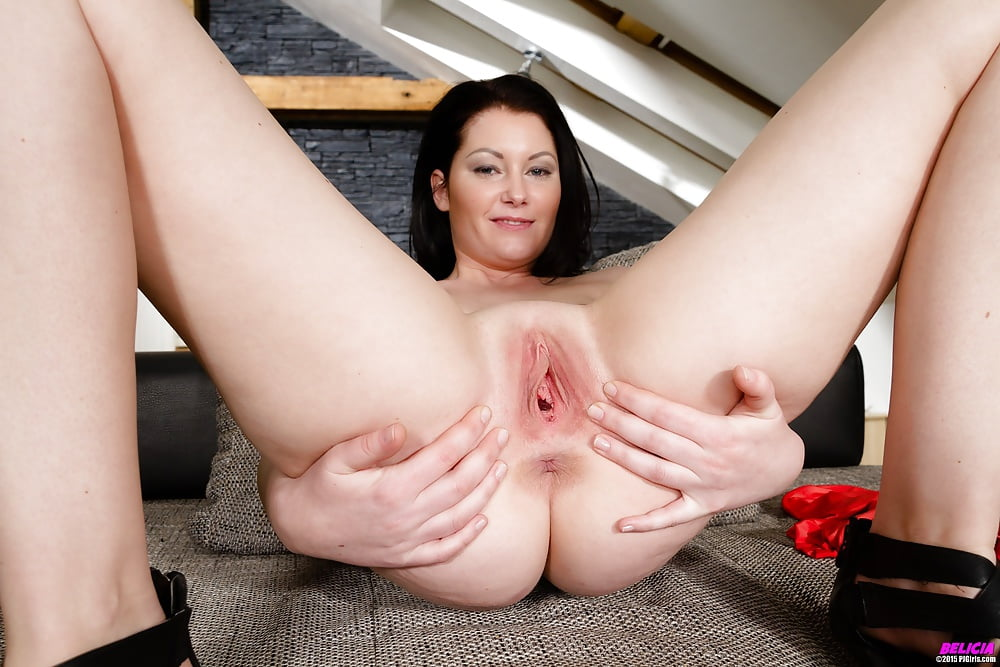 Watch Peter North Fucks Ona Zee And Cums On Her Pussy
