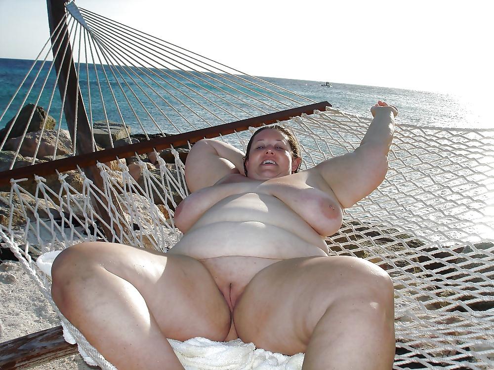 Порно фото толстушки купаются в море