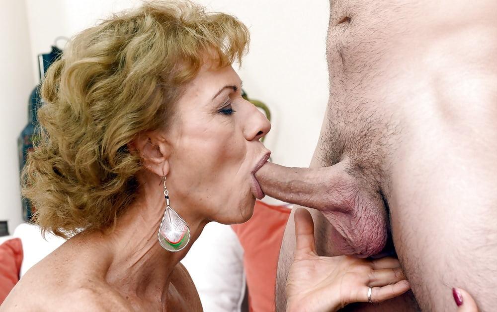 Amateur Bbw Girlfriend Has Oral Sex