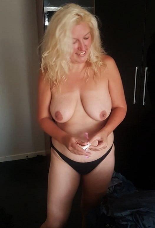 Mature Ladies 1609 - 22 Pics