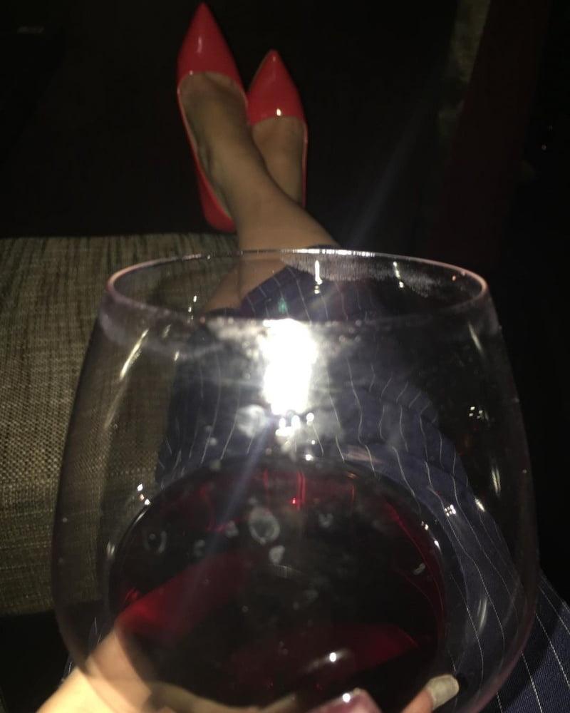Familiar milf in high heels - 7 Pics