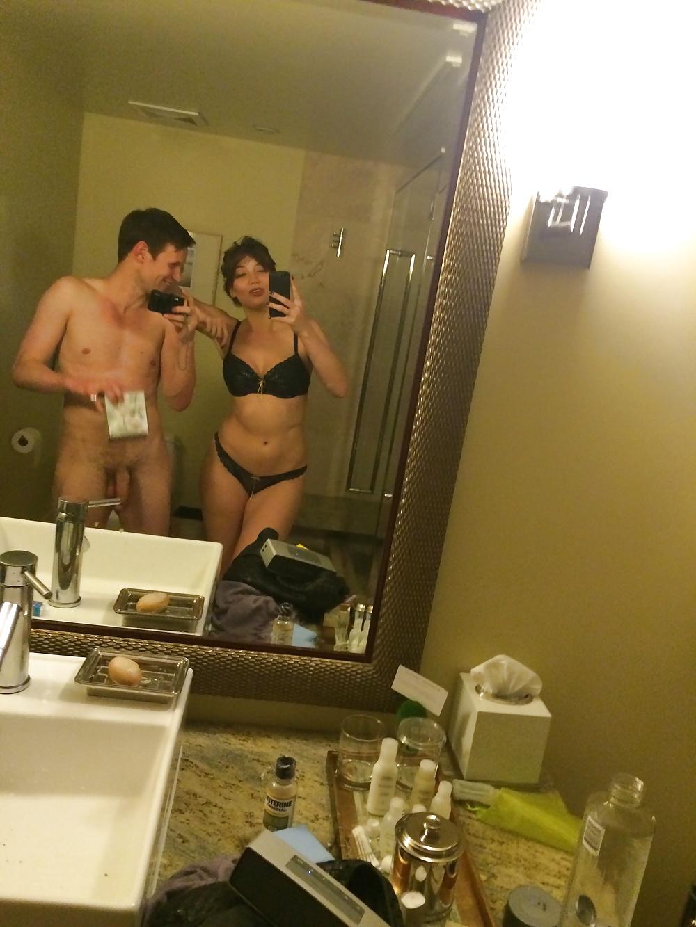 Взломанные эротические фото с спейса шлюшки встречают