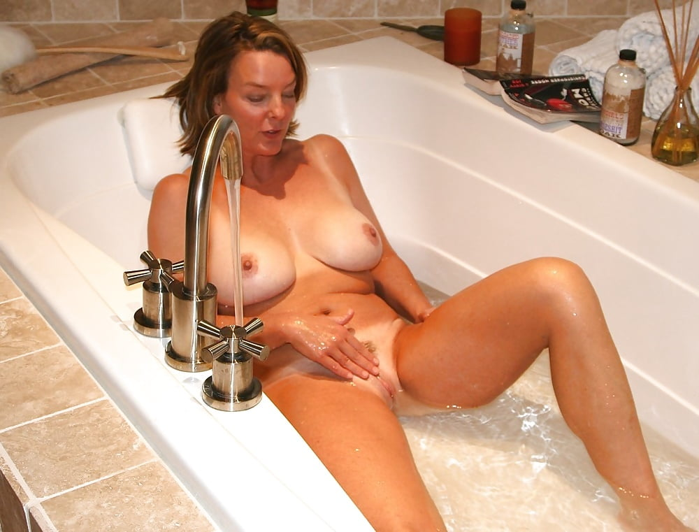 Irish milf in the bathtub, sexy housewives video