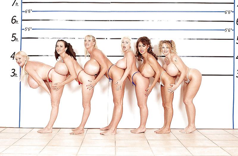 Порно фото с шестым размером груди 2
