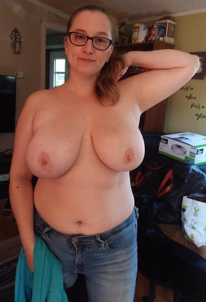 Elles portent des lunettes - 104 Pics