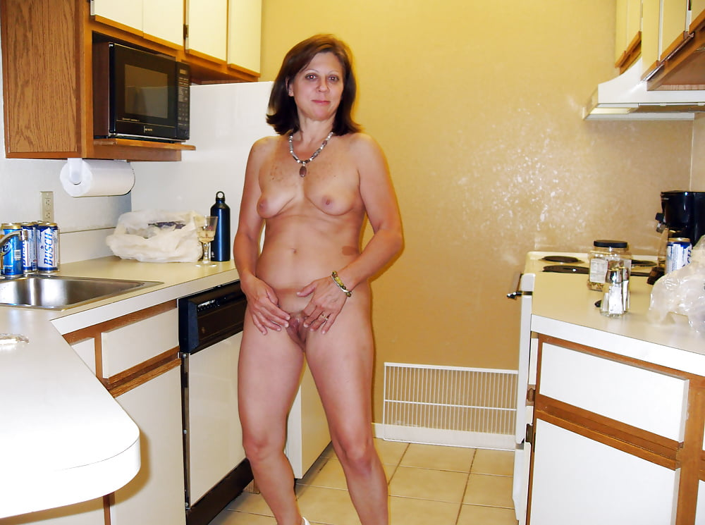 Naked housewife galleries — photo 8