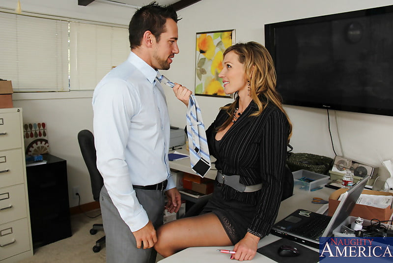 секретарши наедине с начальником - 10