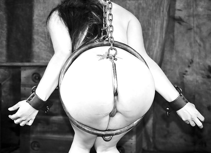 free-ass-hook-bdsm-nude-wife-full-frontal