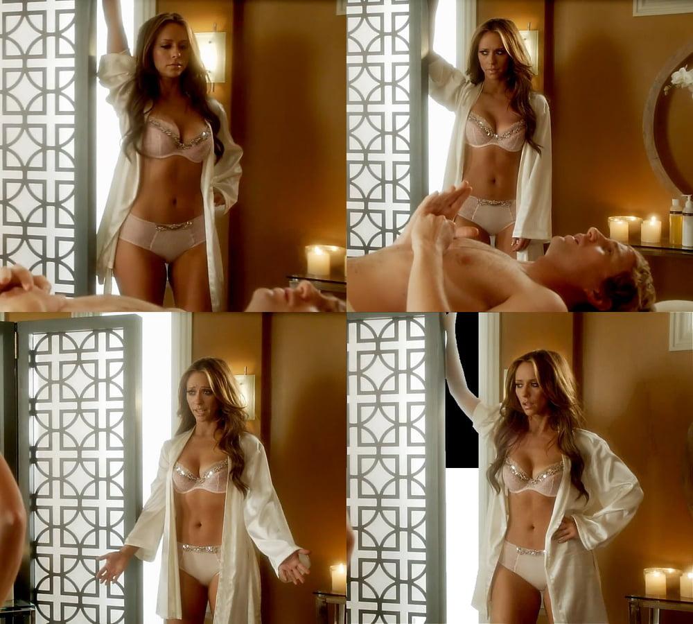 Jennifer love hewitt semi nude photos