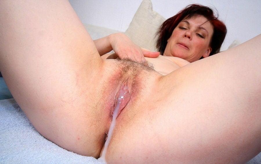 Фото зрелая женщина мокрая своей сперме 15