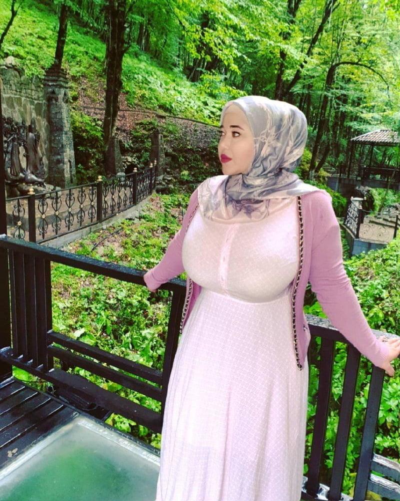 Hijab boobs