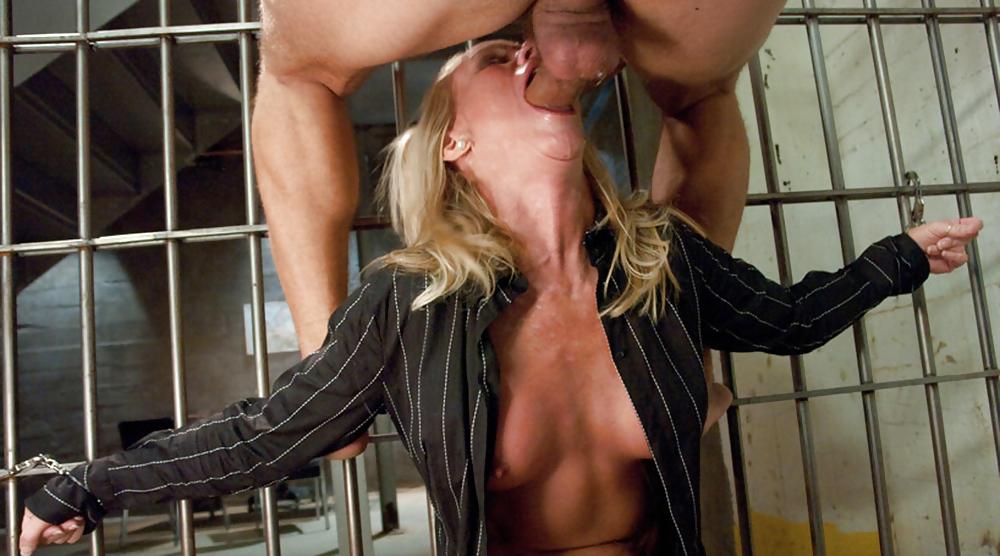 Секс с блондинкой в тюрьме видео онлайн, порно доминирование жирных
