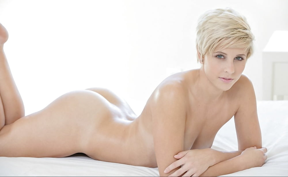 short-haired-blonde-beauties-naked-pusy