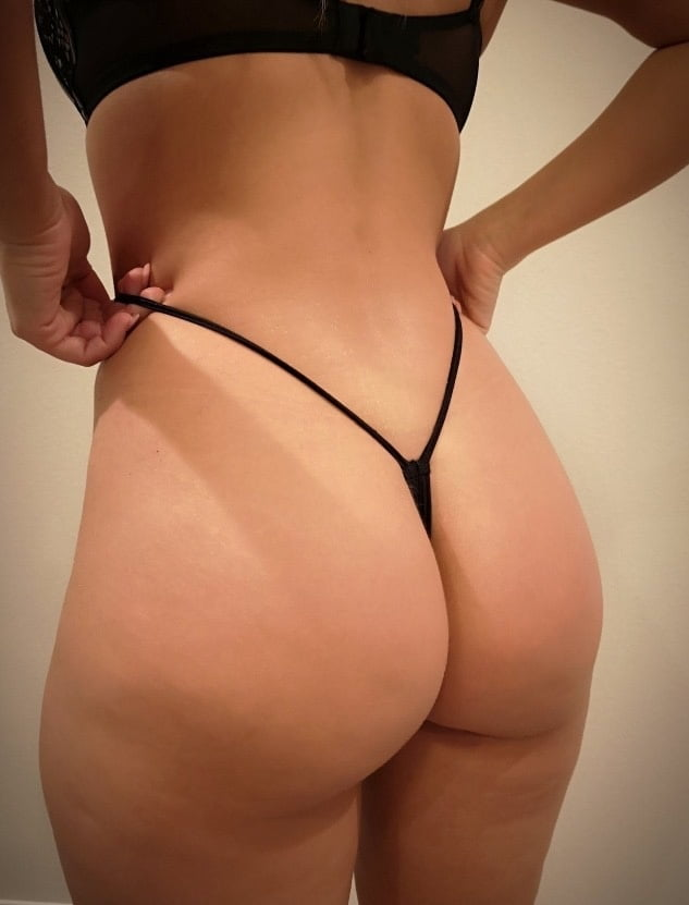 perfect-ass-in-thongs