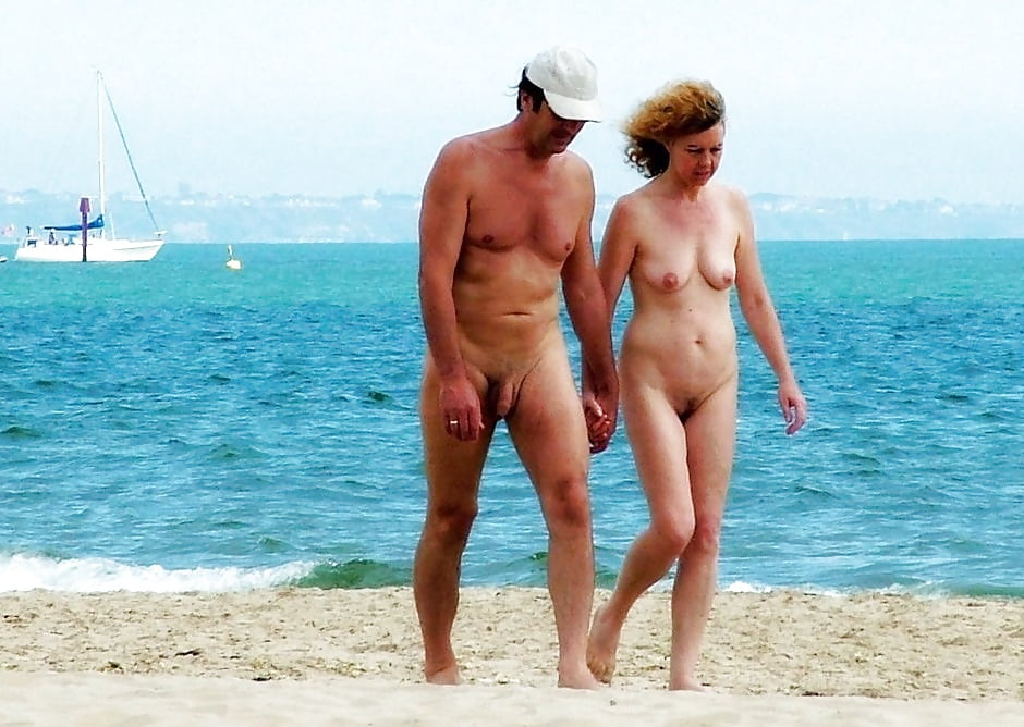 Naked couple walking — pic 15