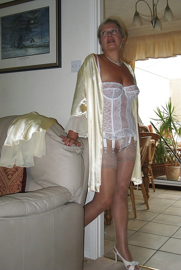 nudist-mature-blond-womensex-in-lingerie-pussy-tight-really