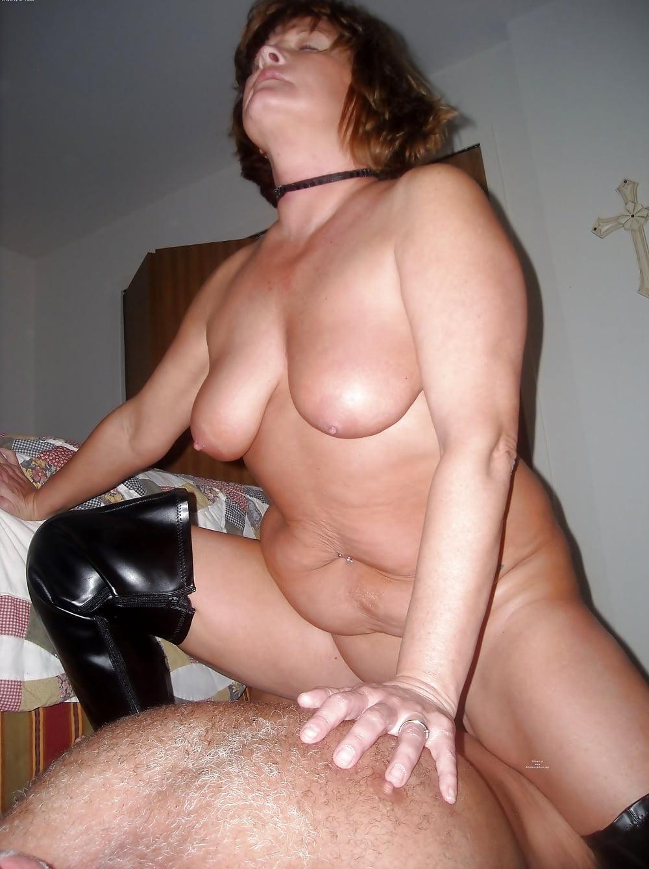 tetya-elya-porno-foto-orgazm-struey-lesbiyanok