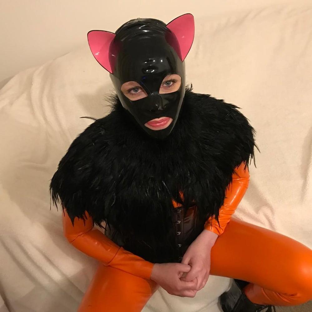 Latex kitty - 33 Pics