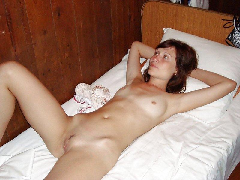 Нежный трах на розовой постели еще издалека