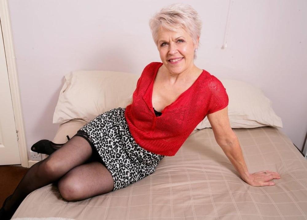 Фото пизд старых женщин, белая женщина в африке отдыхает порно