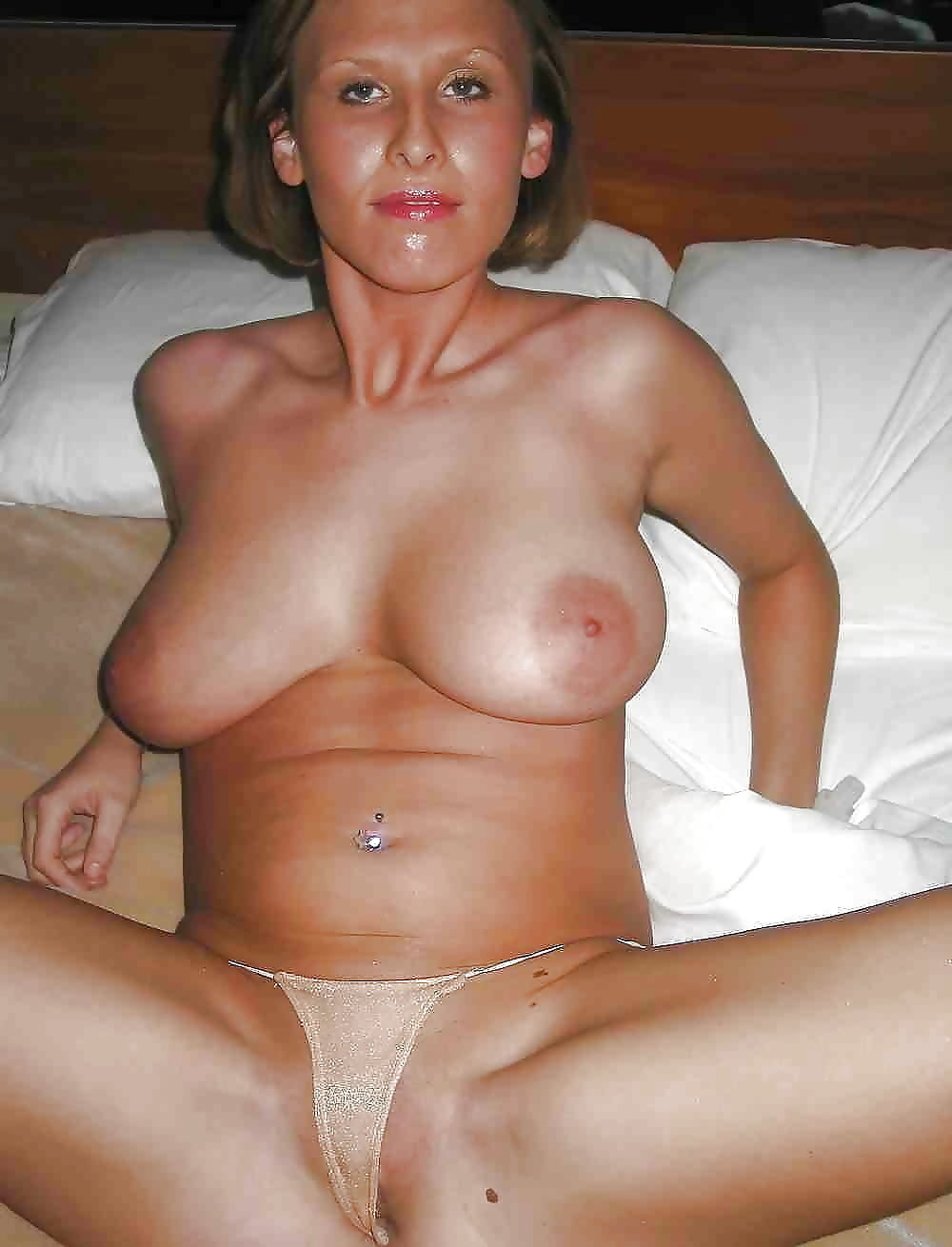 Busty wives nude — photo 9