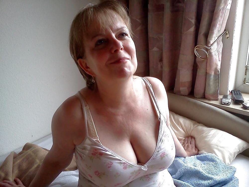 Частные интим фото девушки с обвисшей грудью