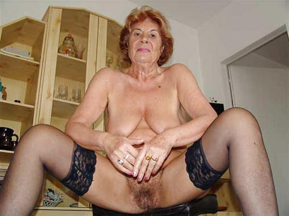 Granny mature slut sucking cock on old cock vecchia troia matura succhia cazzo