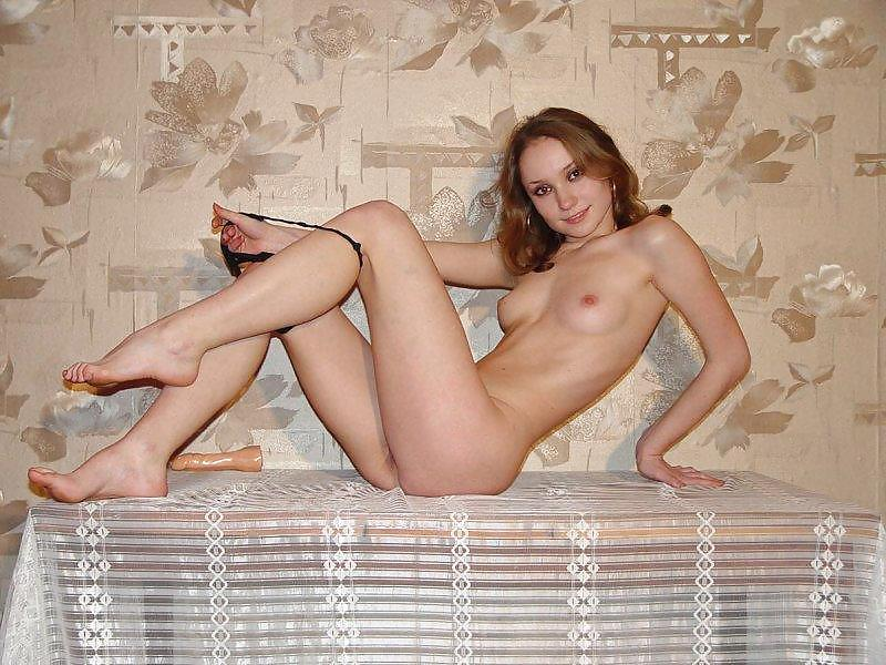 RUSSIAN GIRL POSE AT HOME IV porn gallery