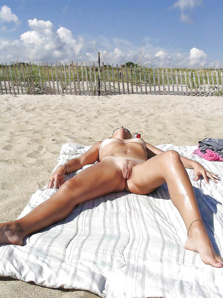 самые ебанутые голые девки на пляже с раздвинутыми ногами вика выпускала объект