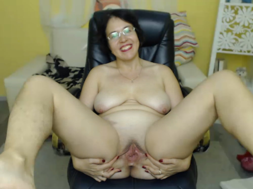 Amateur milf plays with toy on webcam-9005