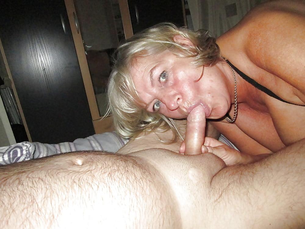 Alte fettsau reitet den horse cock und grunzt wie eine sau - 2 part 7