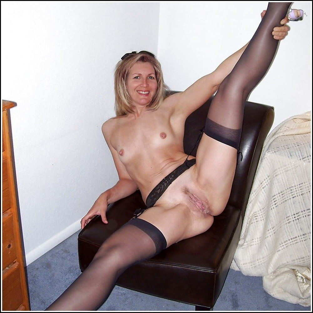 Photoshoot from mature emi in nylons