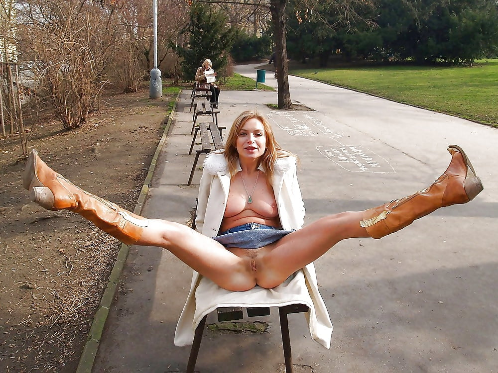 naked-open-leg-pussy-in-public-candy-naked