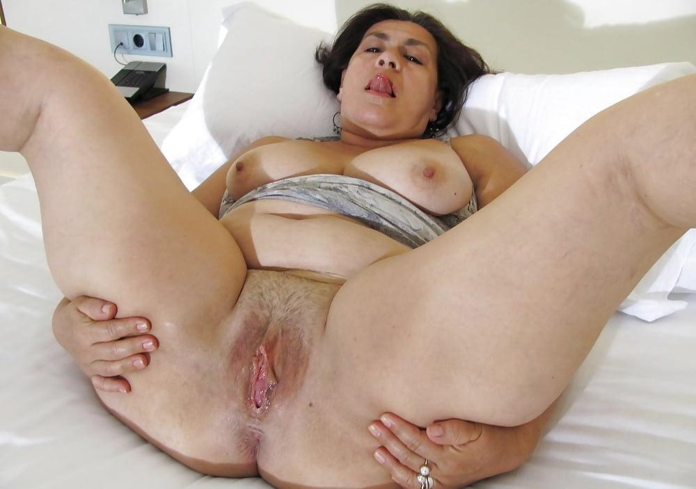 Big spread granny pussy porn — img 12