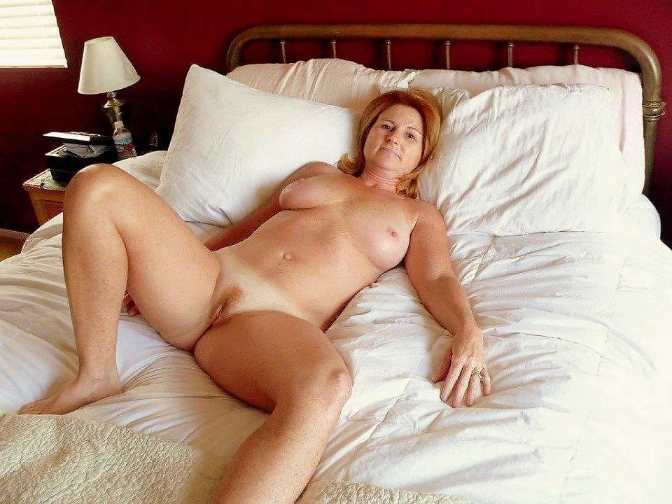 Зрелые мамочки в постели